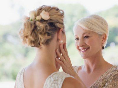Az örömanya (menyasszony édesanyja) feladatai az esküvőn